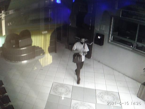 Aksi pencurian laptop di Kantor DPKD Pessel terekam CCTV
