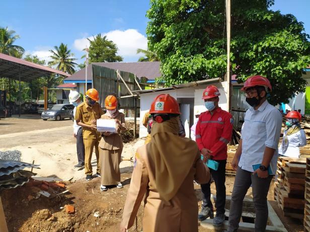 UP3 Payakumbuh menerima kunjungan inspeksi dari Dinas Lingkungan Hidup (DLH) Kota Payakumbuh yang bertujuan melakukan pemeriksaan kesesuaian antara izin Upaya Pengelolaan Lingkungan Hidup dan Upaya Pemantauan Lingkungan Hidup (UKL-UPL) dengan kondisi real di lokasi pembangunan.