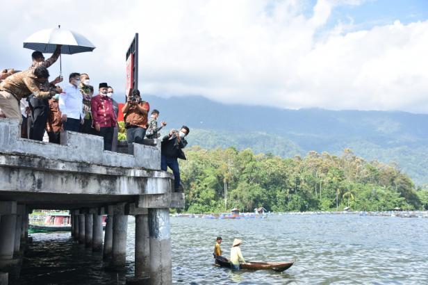 Menteri Perencanaan Pembangunan Nasional (PPN), Dr. Suharso Monoarfa mengunjungi Danau Maninjau,