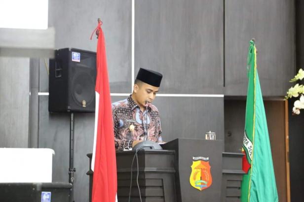 Wakil Wali Kota Solok, Dr. Ramadhani Kirana Putra menjawab pandangan farksi DPRD Kota Solok