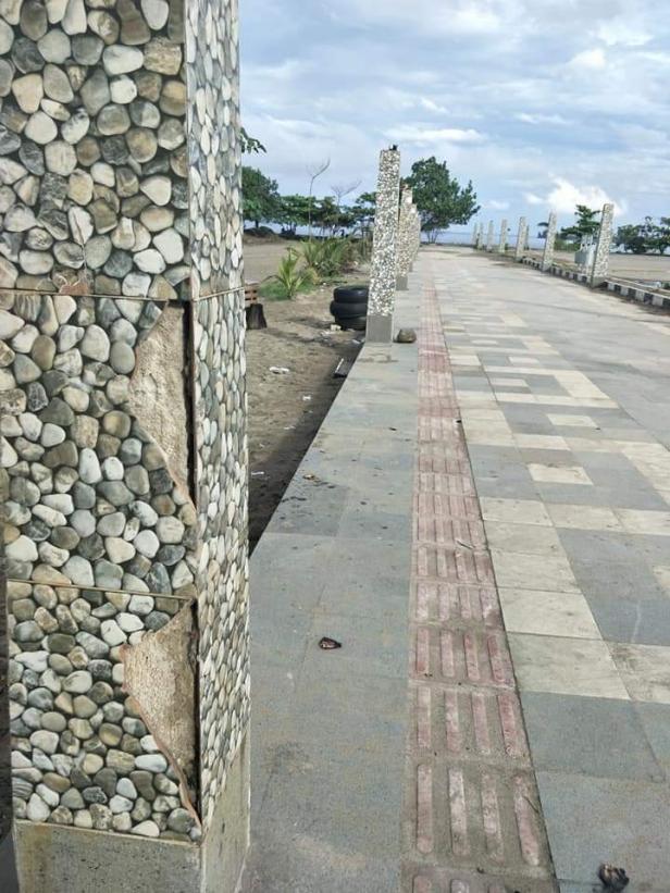 Sejumlah fasilitas umum rusak di kawasan wisata Pantai Muaro Lasak