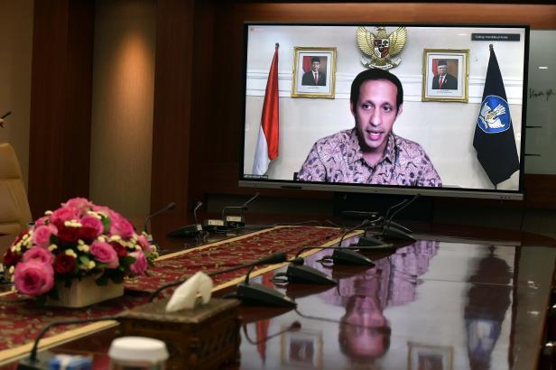 Mendikbudristek Nadiem Makarim dalam Keterangan Pers usai Rapat mengenai Evaluasi Pemberlakuan Pembatasan Kegiatan Masyarakat (PPKM), Senin (27/09/2021) sore.