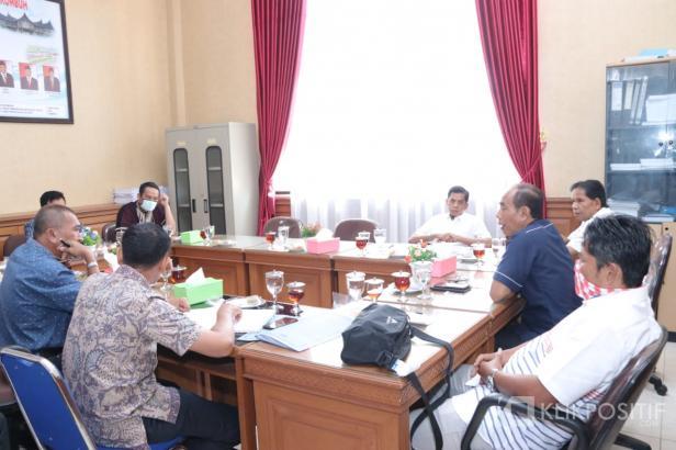 Komisi A DPRD Payakumbuh gelar raker bersama Camat se-Kota Payakumbuh.