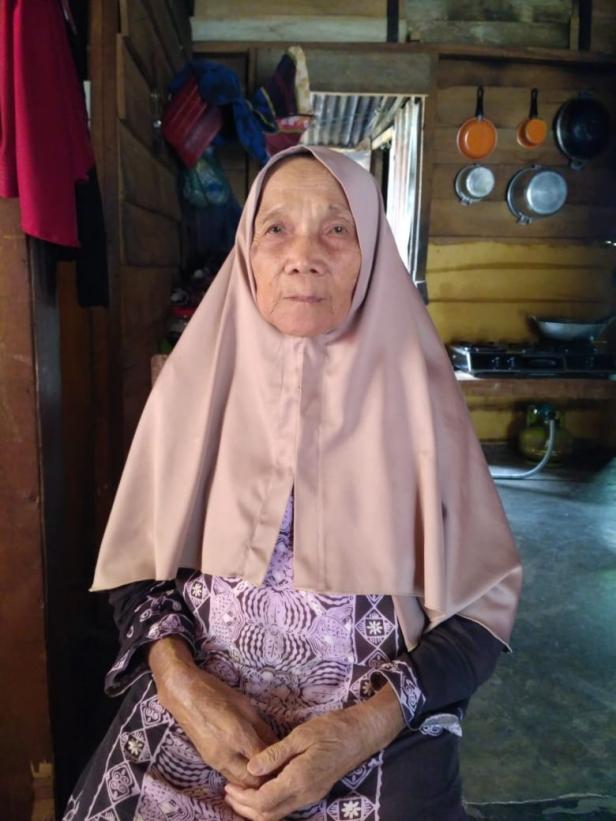 Peserta JKN-KIS yang terkena Lumut Matahari, Nurhasanah (77 tahun)