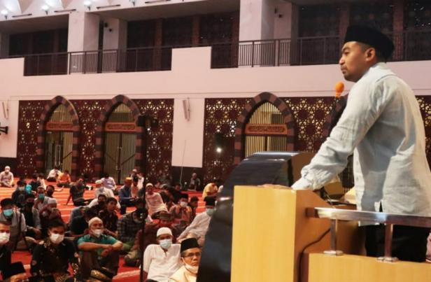 Wagub Sumbar Audy Joinaldy saat ceramah di Masjid Raya Sumbar