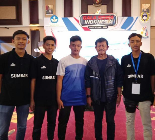 Pelajar SMPN Payakumbuh di TC GSI Nasional 2020 bersama Indra Sjafri.