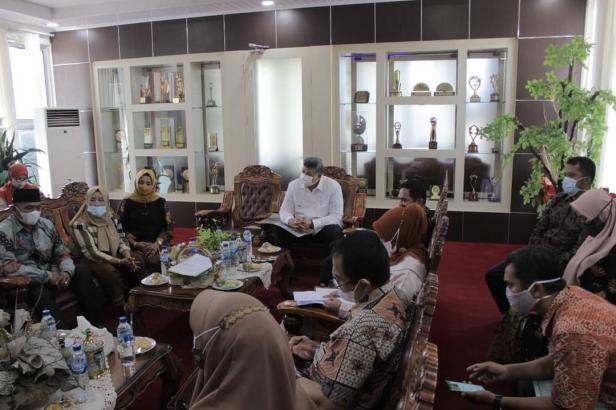 Wali Kota Solok, H. Zul Elfian menerima kunjungan dari pihak Gistrav Corp terkait rencana pembangunan FE Hotel di Ampang Kualo