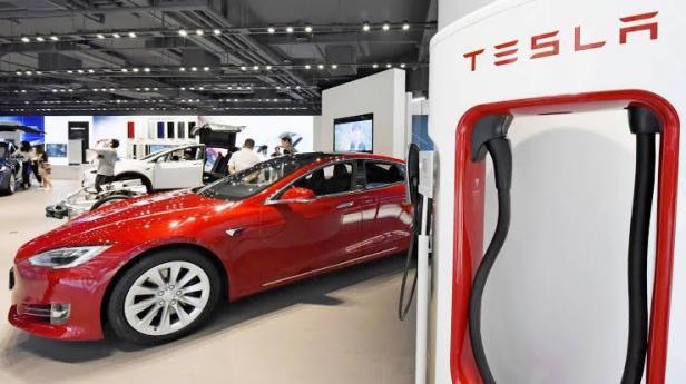 Mobil listrik Tesla