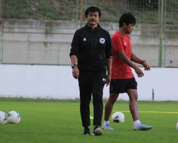 Pelatih Indra Sjafri saat sesi latihan bersama Timnas Indonesia