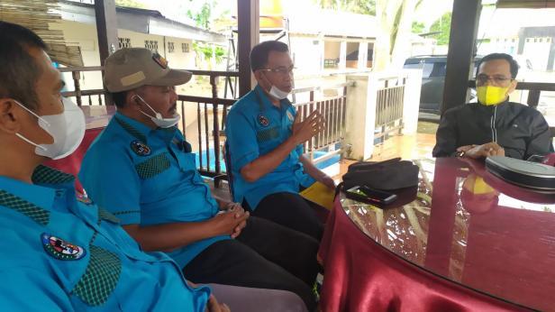 Ketua umum KONI Lima Puluh Kota, Wirianto Dt Paduko Bosa Marajo menyampaikan laporan kepada Bupati Lima Puluh Kota, Safaruddin Dt Bandaro Rajo terkait tiga atlet yang akan ikut PON XX Papua.