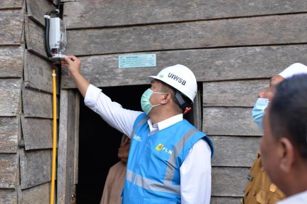 Peresmian penyalaan Listrik Desa di tiga desa di Pasaman Barat, yaitu; Desa Langgam, Desa Parit Kecamatan, dan Desa Ujung Gading, setelah puluhan tahun belum menikmati listrik PLN.
