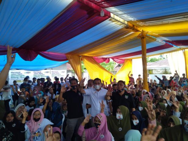 Fakhrizal saat bersama warga di Nagari Aur Duri Surantih-Pessel