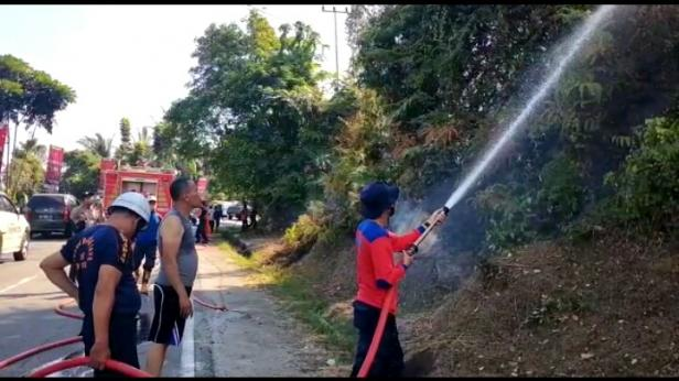 Pemadaman Karhutla di Bukit Selayang Pandang Pessel meluas, Minggu 21 Februari 2021 siang