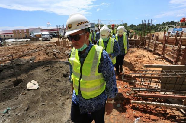 Wagub Sumbar Nasrul Abit Meninjau Main Stadium Padang Pariaman, Senin, 17 Februari 2020
