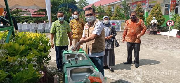 Wakil Bupati Lima Puluh Kota, Rizki Kurniawan Nakasri (RKN) saat meninjau pelaksanaan tes PPPK di SMA N 1 Harau.