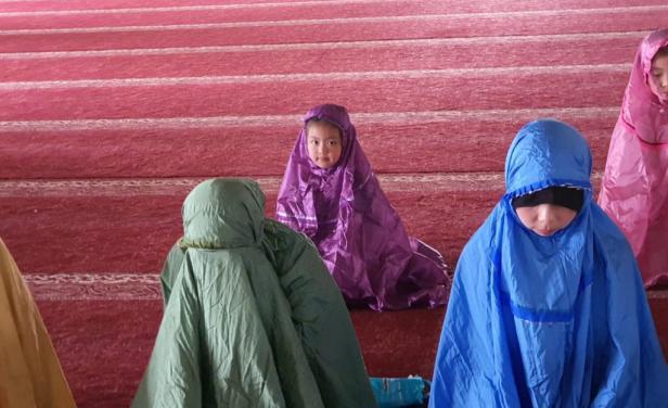 Wisatawan dari China shalat Zuhur di Masjid Raya Sumbar