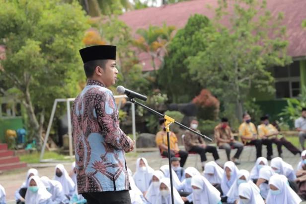 Wawako Solok, Dr. Ramadhani Kirana Putra menutup Pesantren Ramadan SMAN 2 Kota Solok