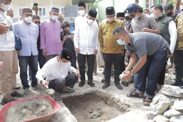 UAS letakkan batu pertama pembangunan masjid Nurul Hidayah Banda Panduang, Kota Solok