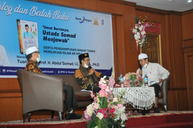 UAS saat dialog dengan jamaah di Padang