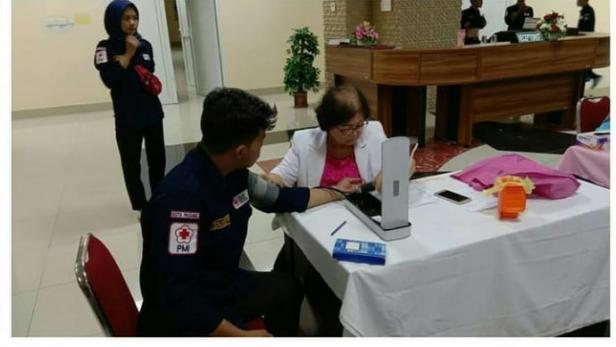 Pemeriksaan kesehatan dilakukan oleh PMI KSR UBH