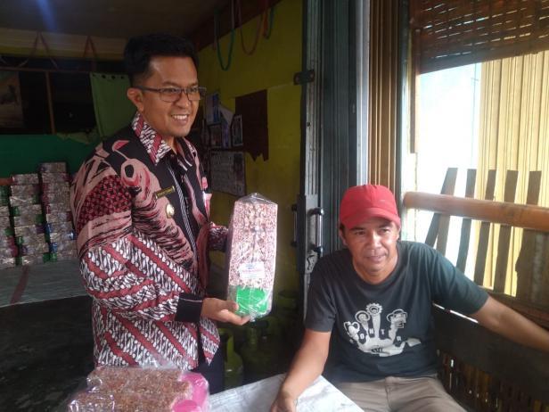 Wawako Payakumbuh Erwin Yunaz memantau UMKM di daerahnya.