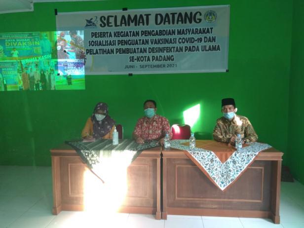 Sosialisasi Penguatan Vaksin dan Pembuatan Disinfektan Universitas Negeri Padang