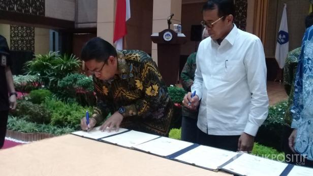 Direktur Utama PT Semen Padang Yosviandri lakukan penandatanganan MoU kerjasama dengan UNP di bidang industri di auditorium kampus tersebut, Kamis, 5 Maret 2020