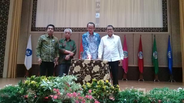 Universitas Negeri Padang (UNP) launching gerakan merdeka belajar, kampus merdeka di auditorium kampus tersebut, Kamis, 5 Maret 2020.