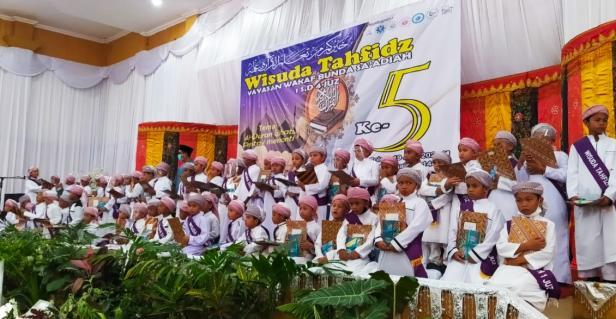 Wisuda Tahfiz SDIT Sa'adiah Solok di Gedung Kubuang Tigo Baleh