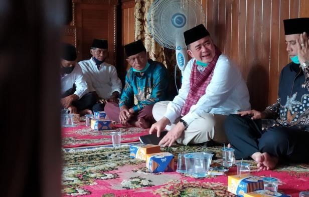 Calon gubernur Sumbar nomor urut dua Nasrul Abit saat safari politik ke Rumah Gadang Reinier Datuak Mangkuto Alam