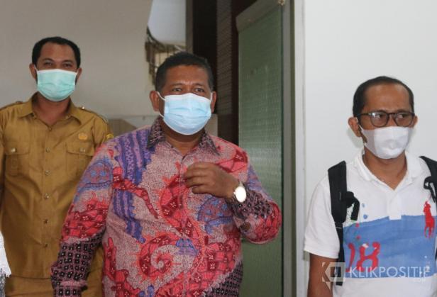 Wakil Ketua DPRD Pasaman Barat, Daliyus K (berkemeja)