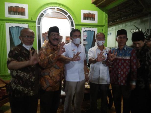 Fakhrizal Cagub Sumbar nomor urut 3 saat bertemu ramah dengan tokoh dan masyaraka Pasar Gadang Inderapura-Pessel
