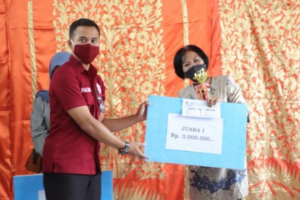 Kristin Valentina utusan Paguyuban Nias yang sukses meraih menjuarai lomba lagu kedaerahan di Kota Payakumbuh.