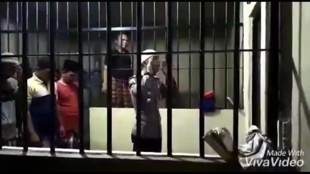 Kasatlantas Polres Padang Pariaman jadi imam bagi 45 tahanan