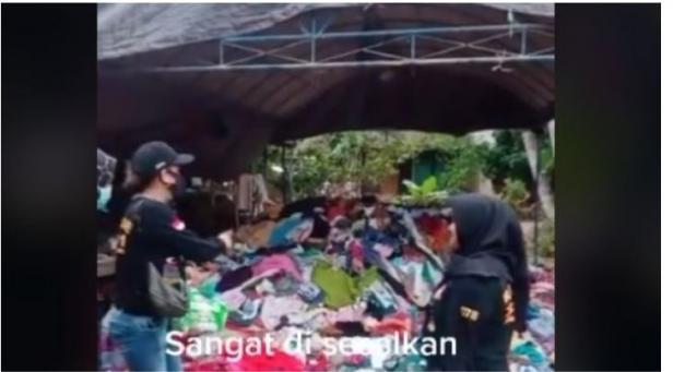 Video penampakan bantuan baju untuk korban bencana.