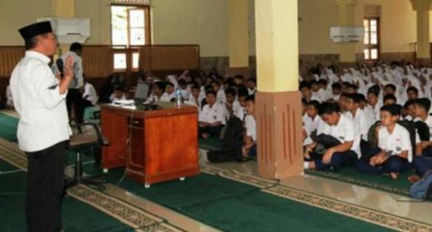Wabup Zuldafri memotivasi siswa MTsN 6 Tanah Datar menghadapi ujian nasional