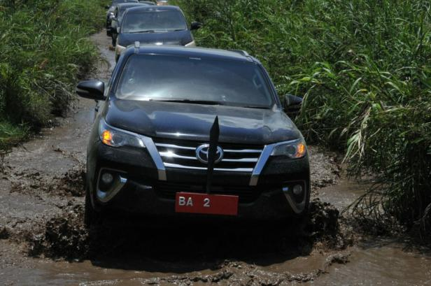 Nasrul Abit menuju daerah terisolir di Pasaman Barat