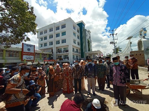 Suasana Peletakan Batu Pertama Masjid UMSB