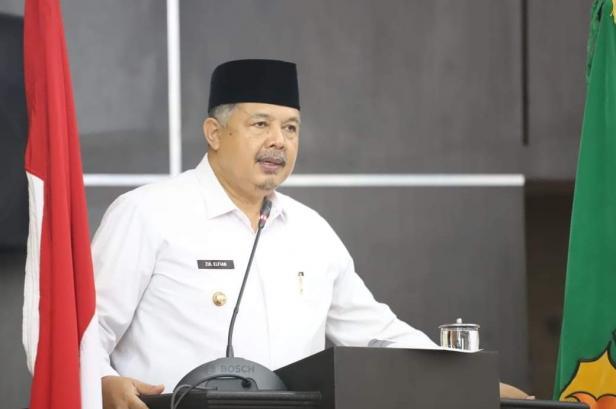 Wali Kota Solok, H. Zul Elfian menyampaikan Nota Pengantar Ranperda dalam sidang paripurna DPRD