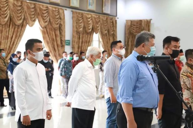 Wako dan Wawako Solok Terpilih, H. Zul Elfian - Ramadhani Kirana Putra menjalani GR pelantikan di Auditorium Gubernuran