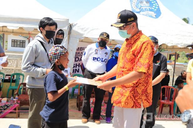 Wali Kota Riza Falepi Buka Turnamen Skateboard di Skatepark Batang Agam dan serahkan SK KIS Kota Payakumbuh