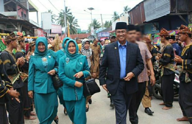 Bupati Solok H. Gusmal saat menghadiri Sertijab Wali Nagari Sumani