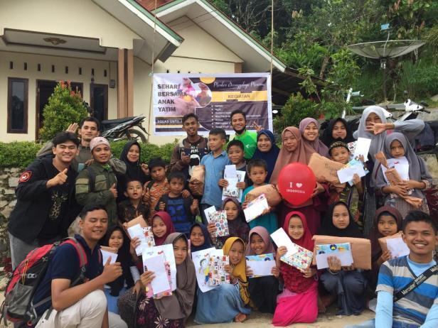 Komunitas Walyatama bersama anak-anak yatim di Nagari Sariak Alahan Tigo, Kabupaten Solok
