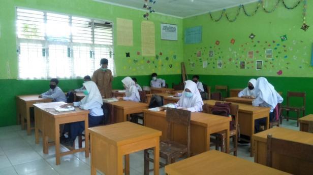 Aktivitas sekolah masa pandemi di Pariaman