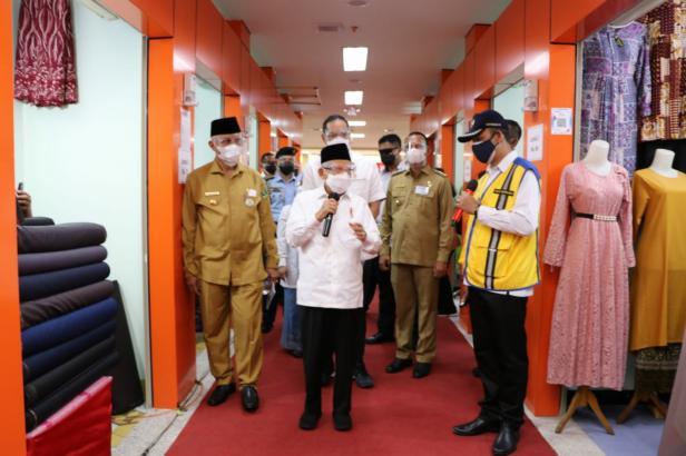 Wapres Ma'ruf Amin saat di Pasar Rakyat Kota Pariaman, Selasa, 6 April 2021
