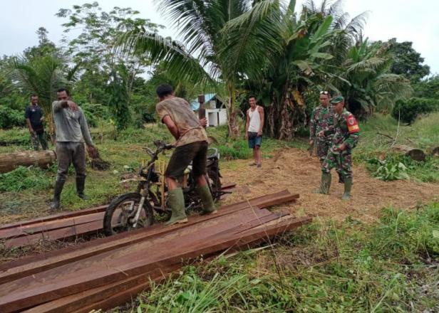Warga Bangga Satgas TMMD Bangun Balai Kampung Dorba