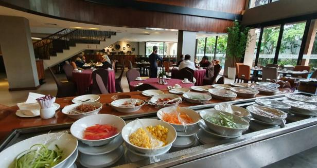 Sarapan di Restoran Emersia Hotel Batusangkar