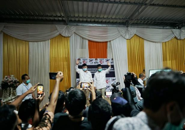 Nasrul Abit - Indra Catri saat mendaftar ke KPU