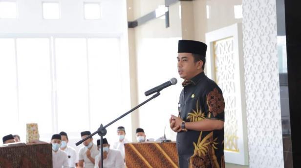 Wakil Wali Kota Solok, Dr. Ramadhani Kirana Putra Saat meresmikan pengurus masjid Al-Hidayah Kelurahan VI Suku