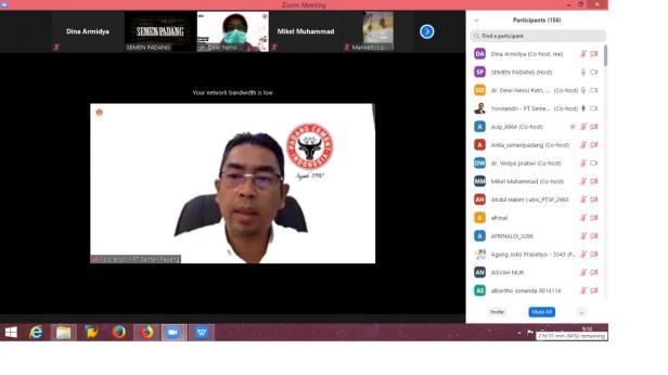 Tangkapan layar webinar. Terlihat Dirut PT Semen Padang Yosviandri menyampaikan kata sambutan saat oembukaan webinar series yang digelar PT Semen Padang.